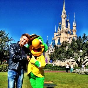 Michel Teló está na Disney e já fez um novo melhor amigo por lá!