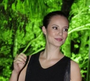 Paola Oliveira vence problema na tireoide e emagrece
