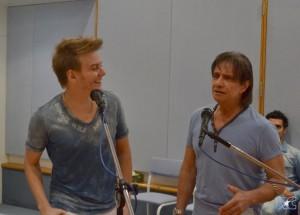 Roberto Carlos e Michel Teló ensaiam dancinha para show do rei