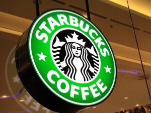 Starbucks ganha toque fashionista no Natal. Aos detalhes