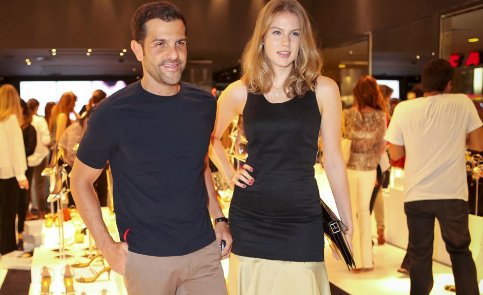 64dfaf6a907 Schutz lança coleção em São Paulo e leva glamurettes ao cinema ...