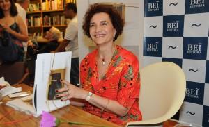 Joalheira Miriam Mamber lança livro sobre processo criativo