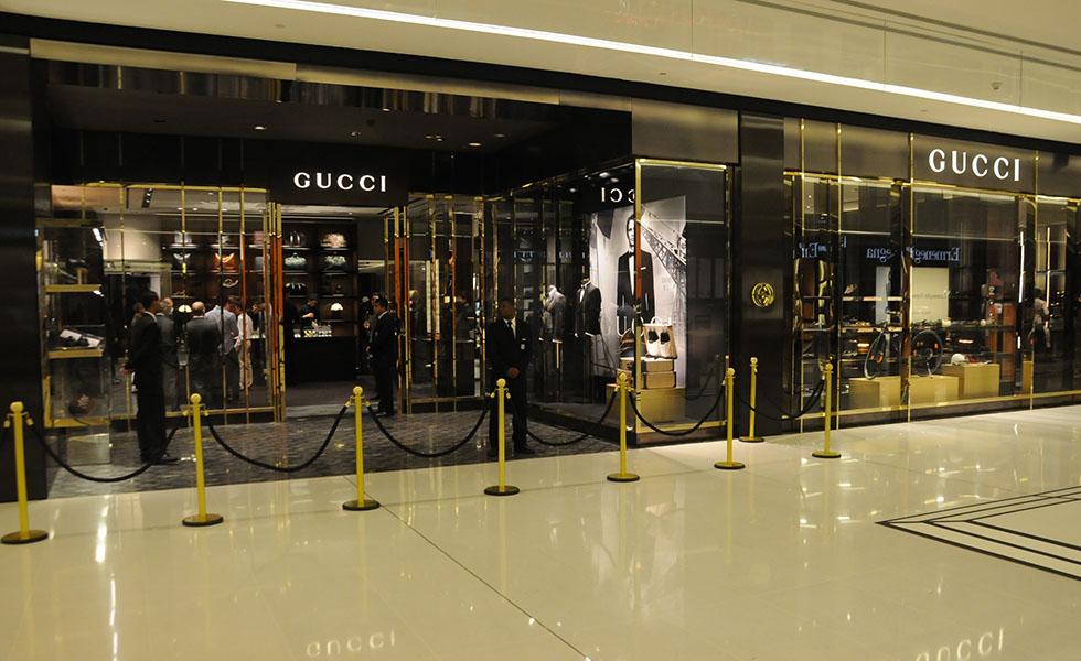 7c09d596fe0 Gucci do JK Iguatemi convidou James Franco à cidade. Pode entrar ...