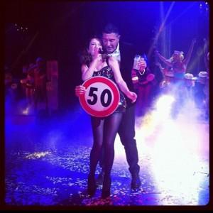 Kylie Minogue canta na festa supresa de 50 anos de Stefano Gabbana
