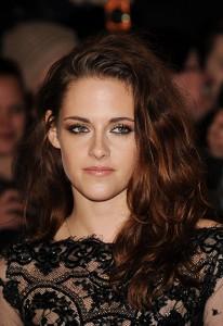 """Kristen Stewart desfila com look sexy na première de """"Amanhecer – Parte 2"""""""