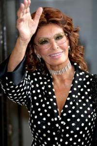 O look que Sophia Loren vai usar no gala da Pirelli? Vem saber