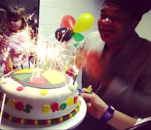 Carlinhos Brown ganha festa de aniversário no Projac