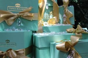 Tania Bulhões lança coleção de Natal com cocktail especial em sua loja