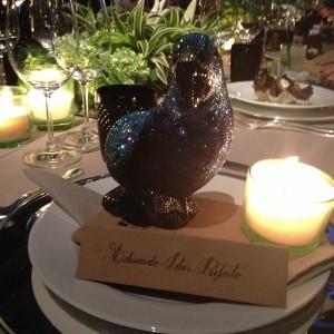 Um certo papagaio virou o centro das atenções no jantar da Pirelli