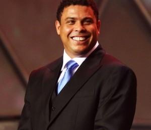Ronaldo, Washington Olivetto e outros corintianos se unem para fazer o bem