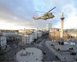 Espaçoso, Tom Cruise esvazia praça no centro de Londres para filmagem