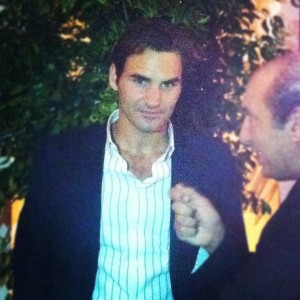 Roger Federer é tietado por famosos em jantar em São Paulo