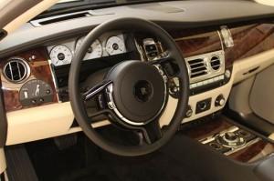 Rolls Royce traz o exclusivo modelo Ghost ao Shopping JK. Vem ver!