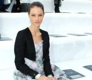 Sabe por que Laura Neiva não foi ao desfile da Chanel?