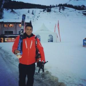 Ao contrário dos gramados, Ronaldo faz feio em pista de esqui na Suíça
