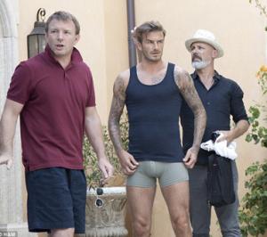 David Beckham posa de cueca para a H&M, com direção de Guy Ritchie