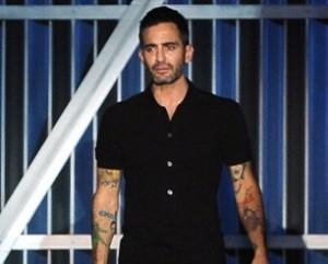Mais uma: Marc Jacobs vai fazer uma nova tatuagem. Vem saber!