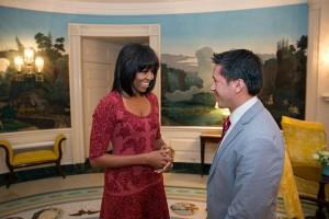 Michelle Obama muda o visual e mostra o resultado em seu Twitter