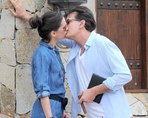 Polêmico, ele? Charlie Sheen foi visto aos beijos com atriz pornô