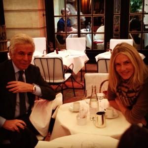 Glamurama viu uma mesa animada no Costes, em Paris, nessa segunda