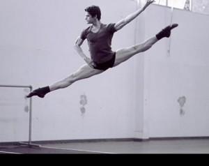 """Thiago Soares volta aos palcos em """"Onegin"""" e avisa: vem dançar no Brasil"""