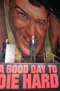 Bruce Willis ganha homenagem em LA e promete nunca parar