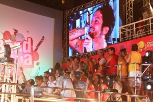 Saulo Fernandes recebe homenagem do Camarote Planeta Band Othon