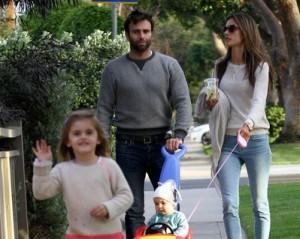 Depois de muito trabalho no Carnaval, Alessandra Ambrosio é só família