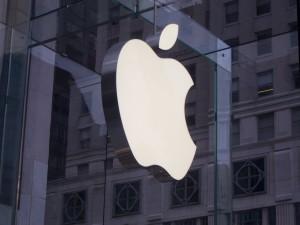 Apple discute o que fazer com bilhões de dólares em caixa