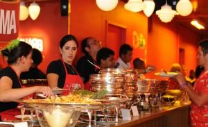 O menu para os foliões no Camarote Brahma na Sapucaí? A gente entrega