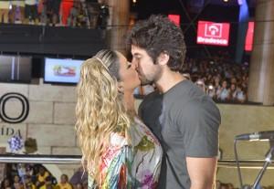 O beijo desta terça-feira em Salvador é de Claudia Leitte e Márcio Pedreira