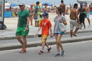 Depois do desfile das campeãs, Harrison Ford curte o Rio