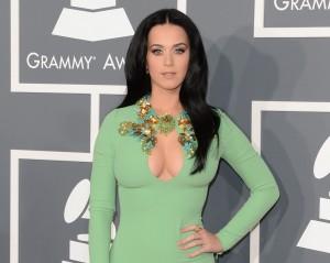 Sem censura: famosas ousam nos decotes e fendas no Grammy Awards
