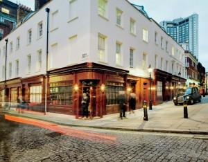 Conheça o Loulou's, club em Londres que virou point da realeza