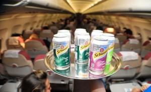 Convidados decolam no Glamurama Jet com Schweppes