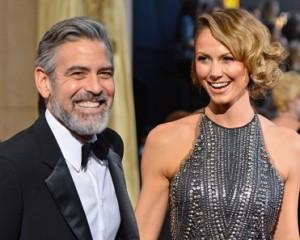 Que velho, que nada: George Clooney está amando sua barba branca