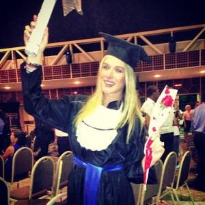 Fiorella Mattheis agora é uma jornalista graduada. Entenda!