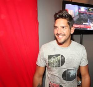 Felipe Pezzoni canta sucesso de Banda Eva com Daniela Mercury