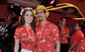 Roberta Sá e Pedro Luís: casal cheio de charme no Camarote da Brahma
