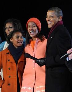 Malia Obama sai para jantar sob os cuidados do Serviço Secreto