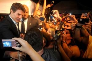 Figurantes ganham R$ 20 para gritar por Tom Cruise no Rio. Oi?