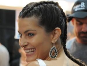Com Isabeli Fontana, Tufi Duek apresenta seu verão na SPFW