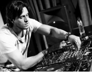Set list dos glamurettes: DJ Thiago Mansur e os hits para animar o feriado