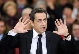 Nicolas Sarkozy: acusado de abuso de incapaz e de ameaçar um juiz de morte