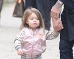 Pequena, Harper Beckham exibe visual fashionista nas ruas de Londres
