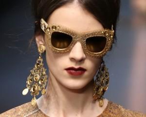 Desejo do dia: os óculos dourados e barrocos da Dolce & Gabbana