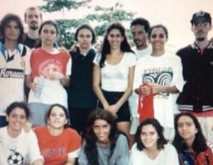 Paula Lavigne já foi zagueira em time de futebol. Duvida? Vem ver