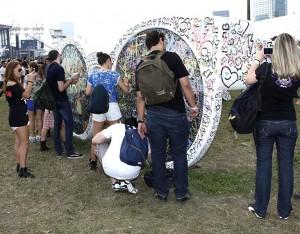 Lollapalooza se despede com show do Pearl Jam e mimos da Chilli Beans