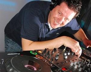 Set list dos glamurettes: DJ Ronaldo Gasparian agita o final da semana