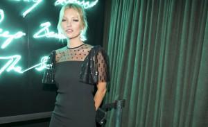 Com Kate Moss, Fergie e Dita Von Teese, Schutz agita o Baretto